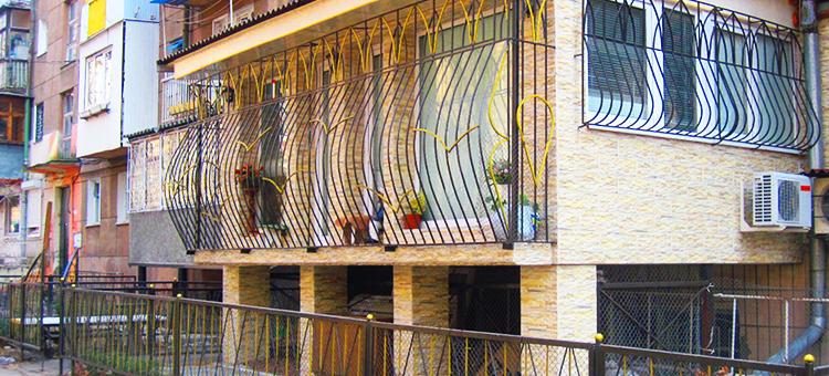 Плюсы и минусы квартиры на первом этаже - агентство недвижим.